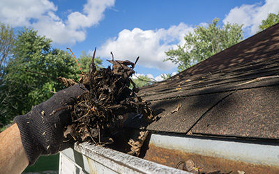 Cleaning Gutters – When and How Homeowners Should Do It